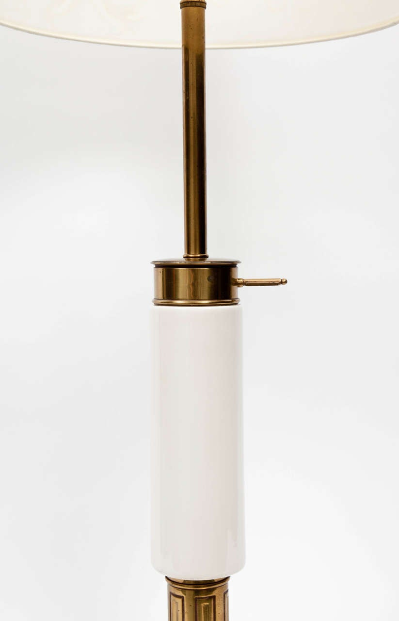 1950s Modernist White Ceramic and Brass Table Lamp by Stiffel In Excellent Condition For Sale In New York, NY