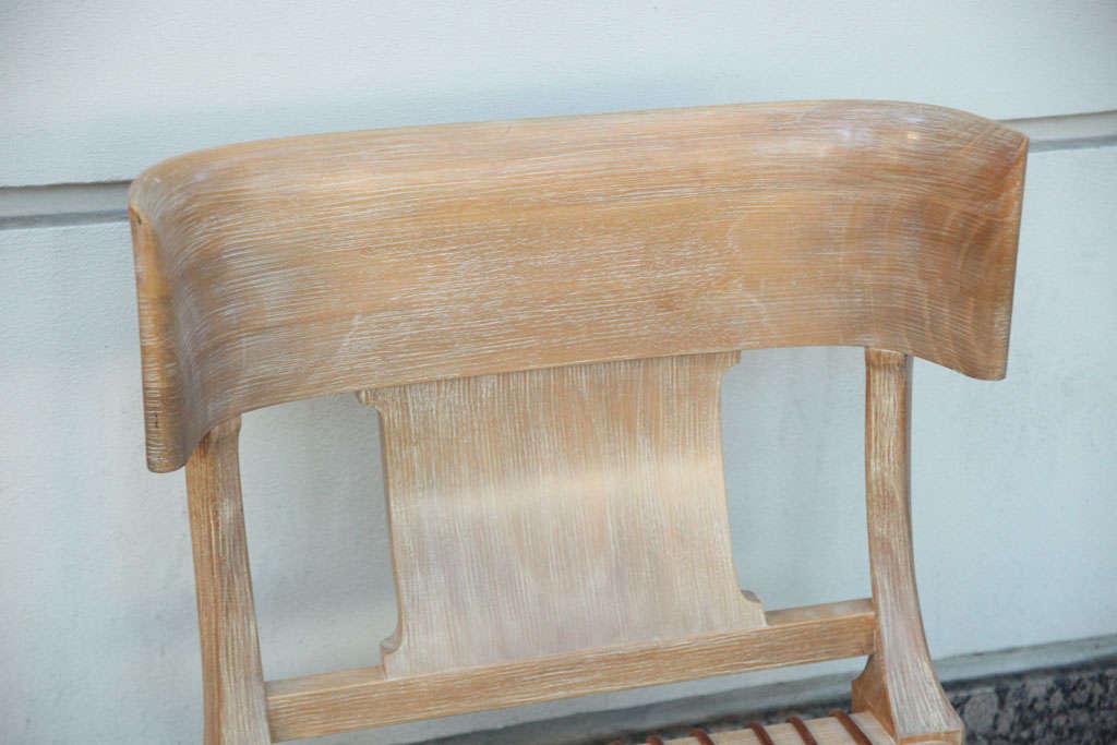 Robsjohn gibbings klismos chaise longue at 1stdibs for Mobilia uno furniture