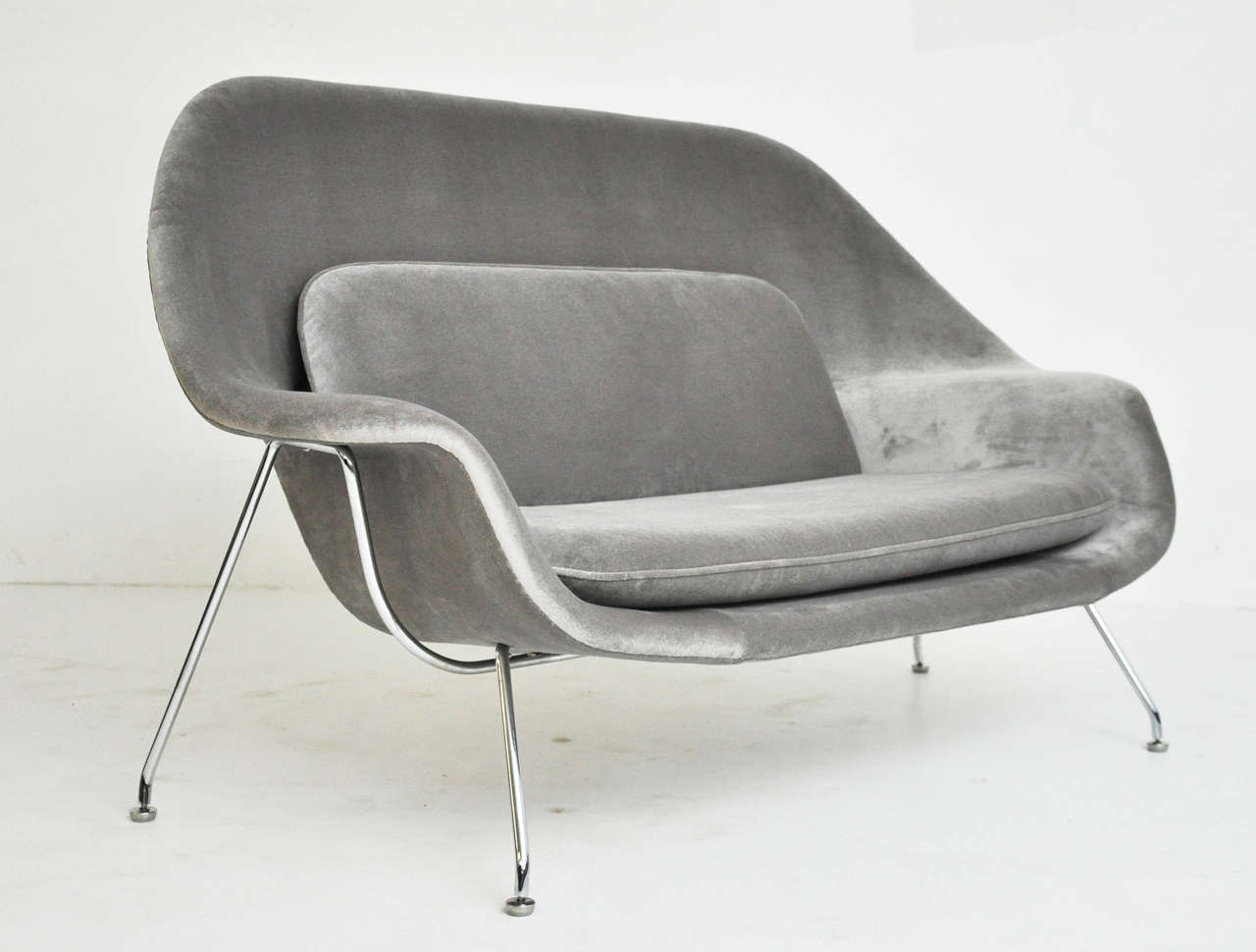 Womb Settee Sofa Designed By Eero Saarinen For Knoll Circa 1960 Fully Red And