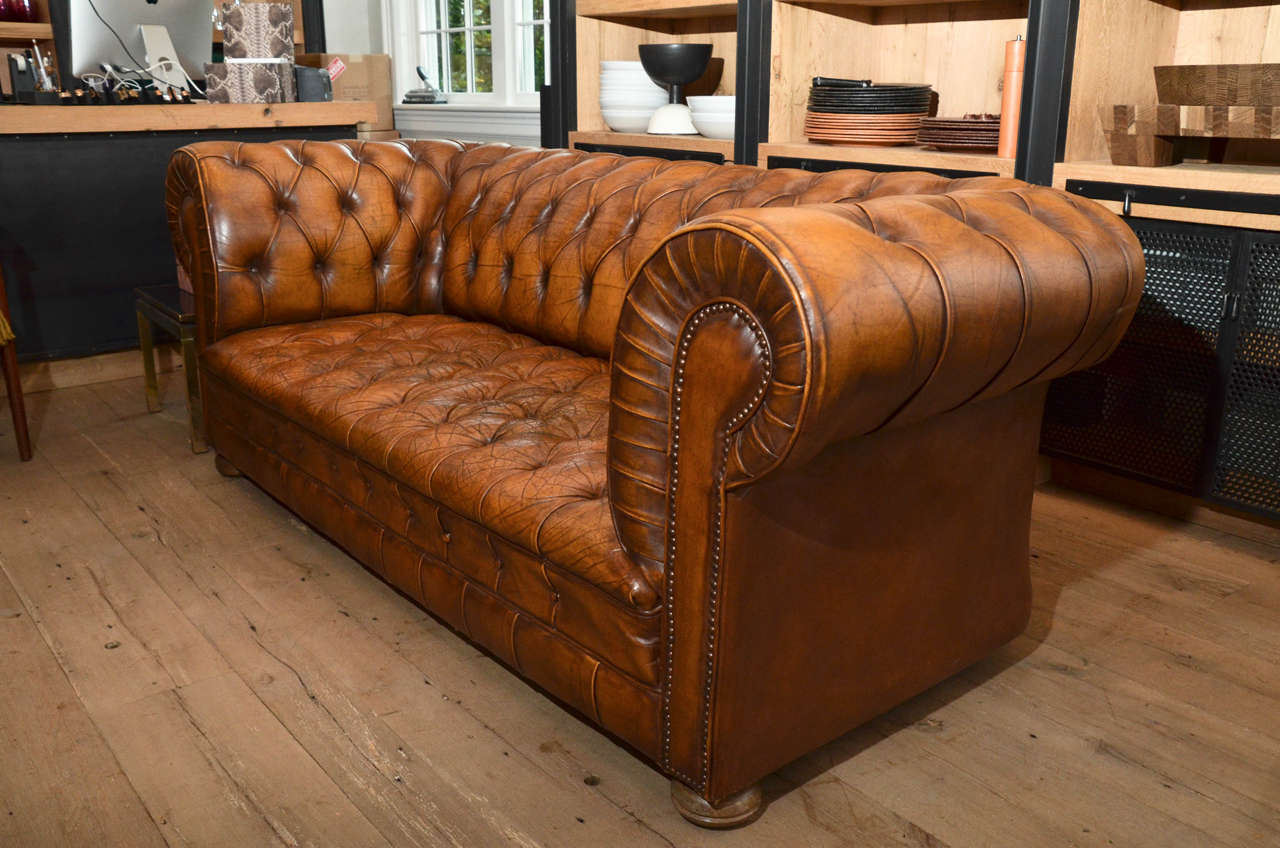 1970s French Leather Chesterfield Sofa 2