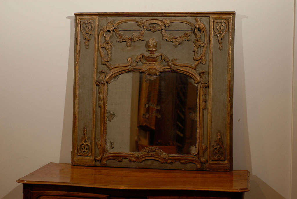 French 18th Century Painted and Gilt Trumeau Mirror with Carved Scrolled Decor For Sale 4