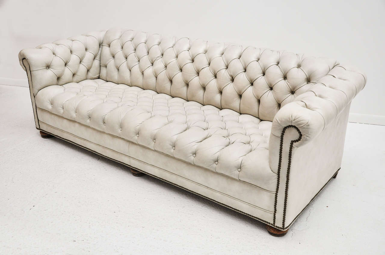 Leather Chesterfield Sofa at 1stdibs : B from 1stdibs.com size 1280 x 850 jpeg 76kB
