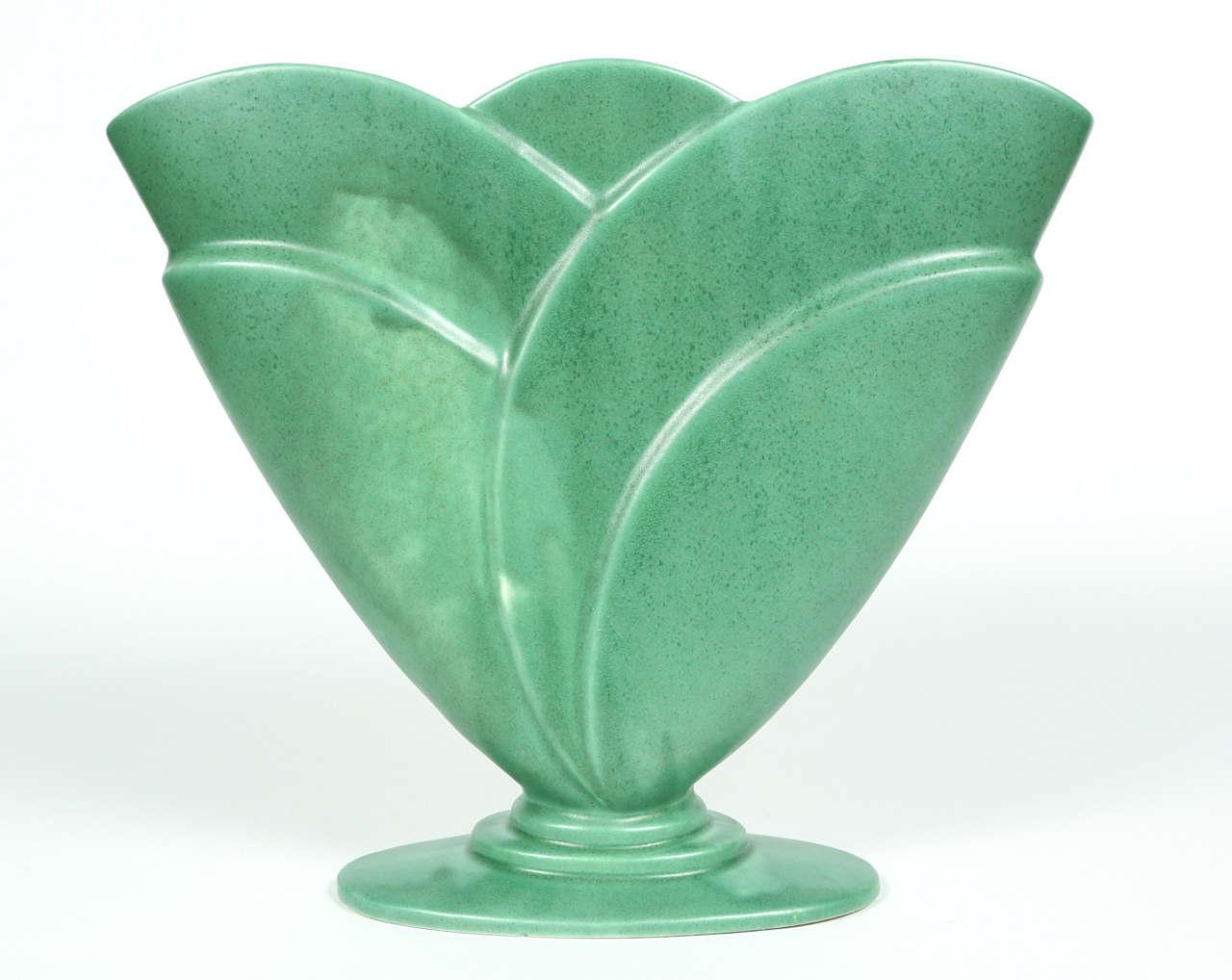 Royal haeger fan vase at 1stdibs vintage royal haeger green pottery fan vase reviewsmspy
