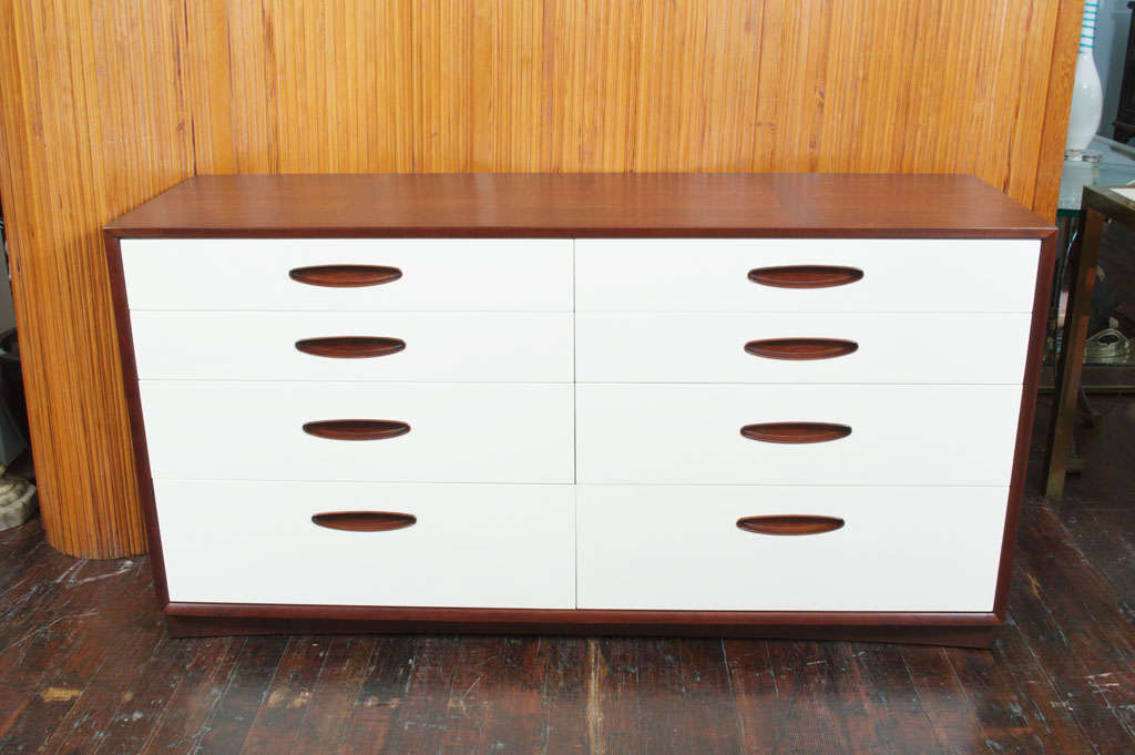 Beautiful mahogany Hendredon dresser with newly lacquered drawer fronts. Features fitted top drawers. Expertly refinished.
