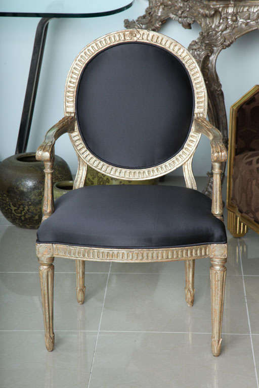 The oval back with stop fluting above a similarly decorated frieze on round tapering fluted legs, can be sold in pairs.