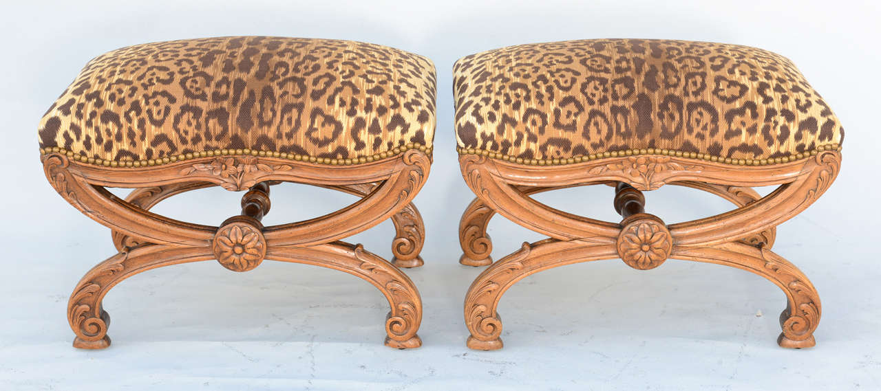 Pair of 19c. Italian Walnut X-frame Stools In Excellent Condition For Sale In West Palm Beach, FL