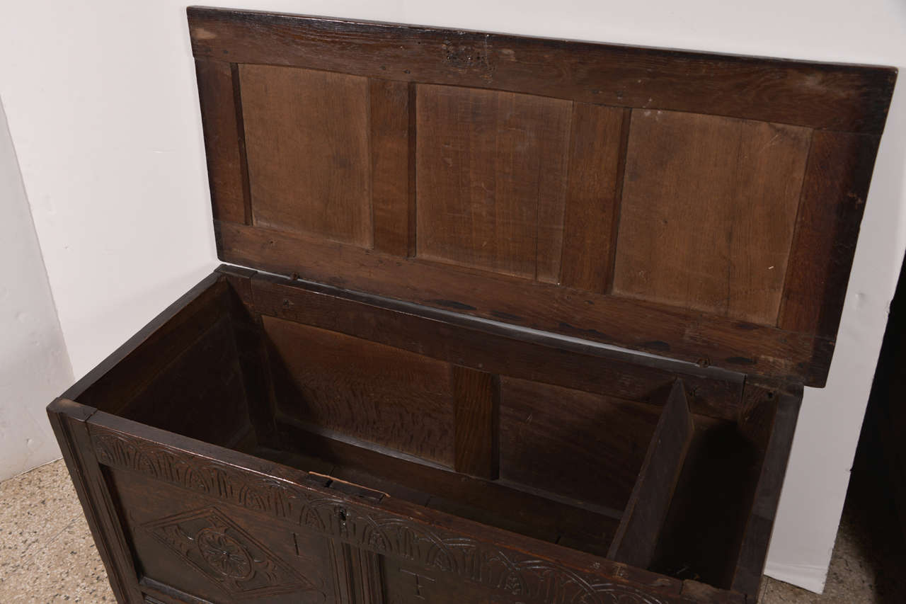Early English Oak Chest In Good Condition For Sale In Houston, TX