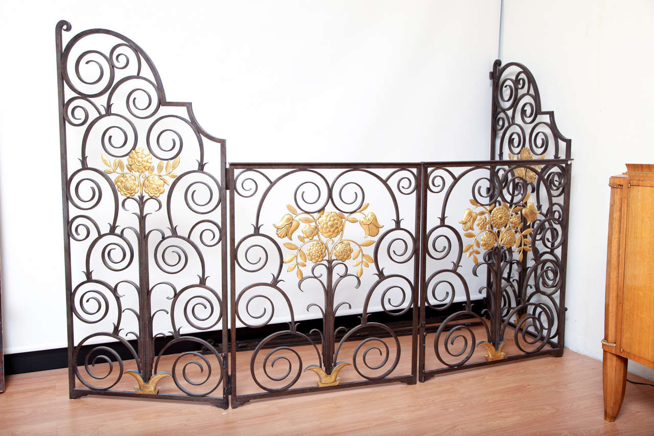 French, 1940s wrought iron double-sided gate, four leaves, each leaf decorated with a floral gilded wreath, marked Maeir.  Height: 63.6 in, total length: 126 in.
