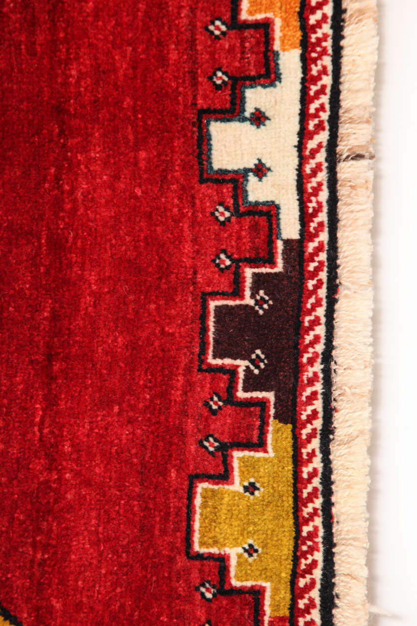 Persian Qashqai Carpet in Pure Wool and Natural Vegetable Dyes, circa 1940 3