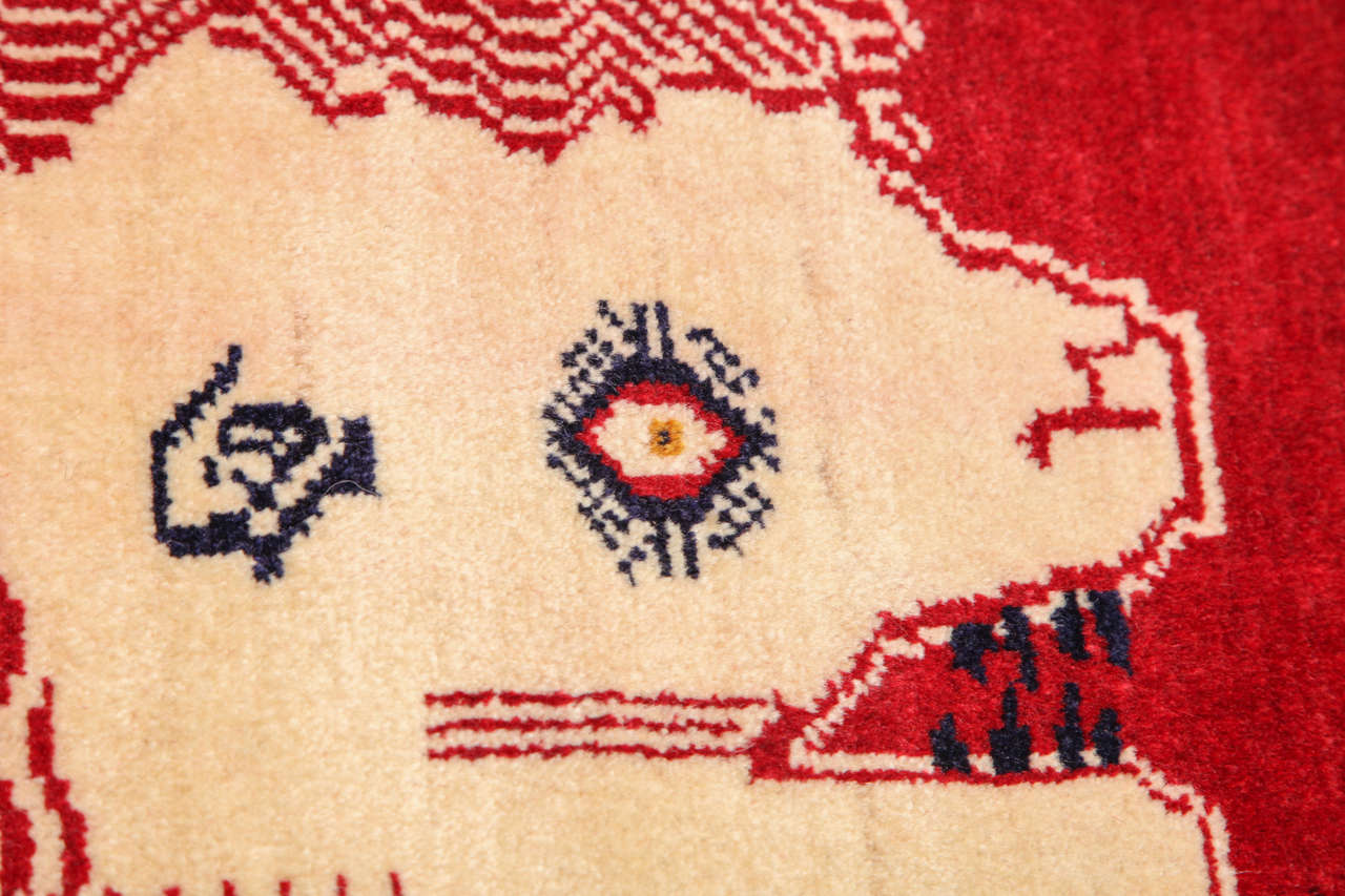 Persian Qashqai Carpet, circa 1940 in Pure Handspun Wool and Vegetable Dyes For Sale 3