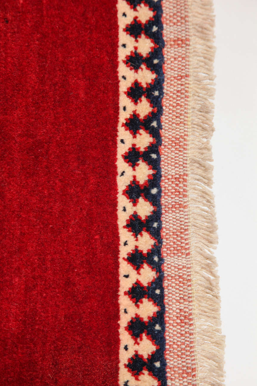 Persian Qashqai Carpet, circa 1940 in Pure Handspun Wool and Vegetable Dyes For Sale 4