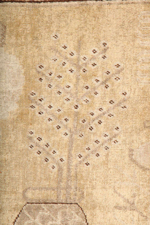 White Samarkand Khotan Carpet with Wool Pile and Vegetal Dyes, circa 1870 For Sale 2