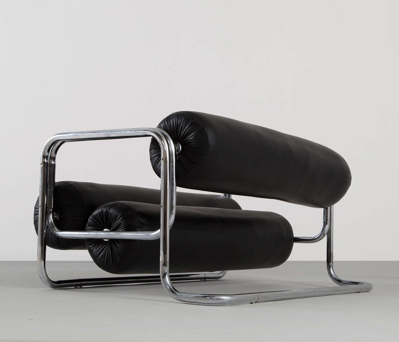 Black Leather Two-Seat Sofa 4