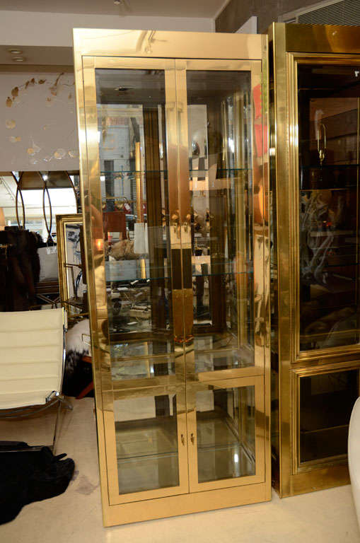 Vitrine Cabinet by Mastercraft, Brass, circa 1960 For Sale 3