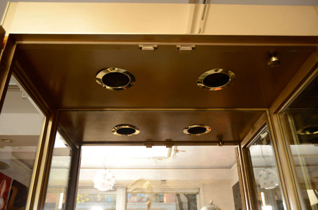 Vitrine Cabinet by Mastercraft, Brass, circa 1960 For Sale 2