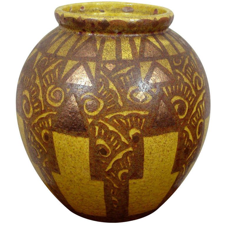 Geometric art deco vase at 1stdibs - Branche deco vase ...