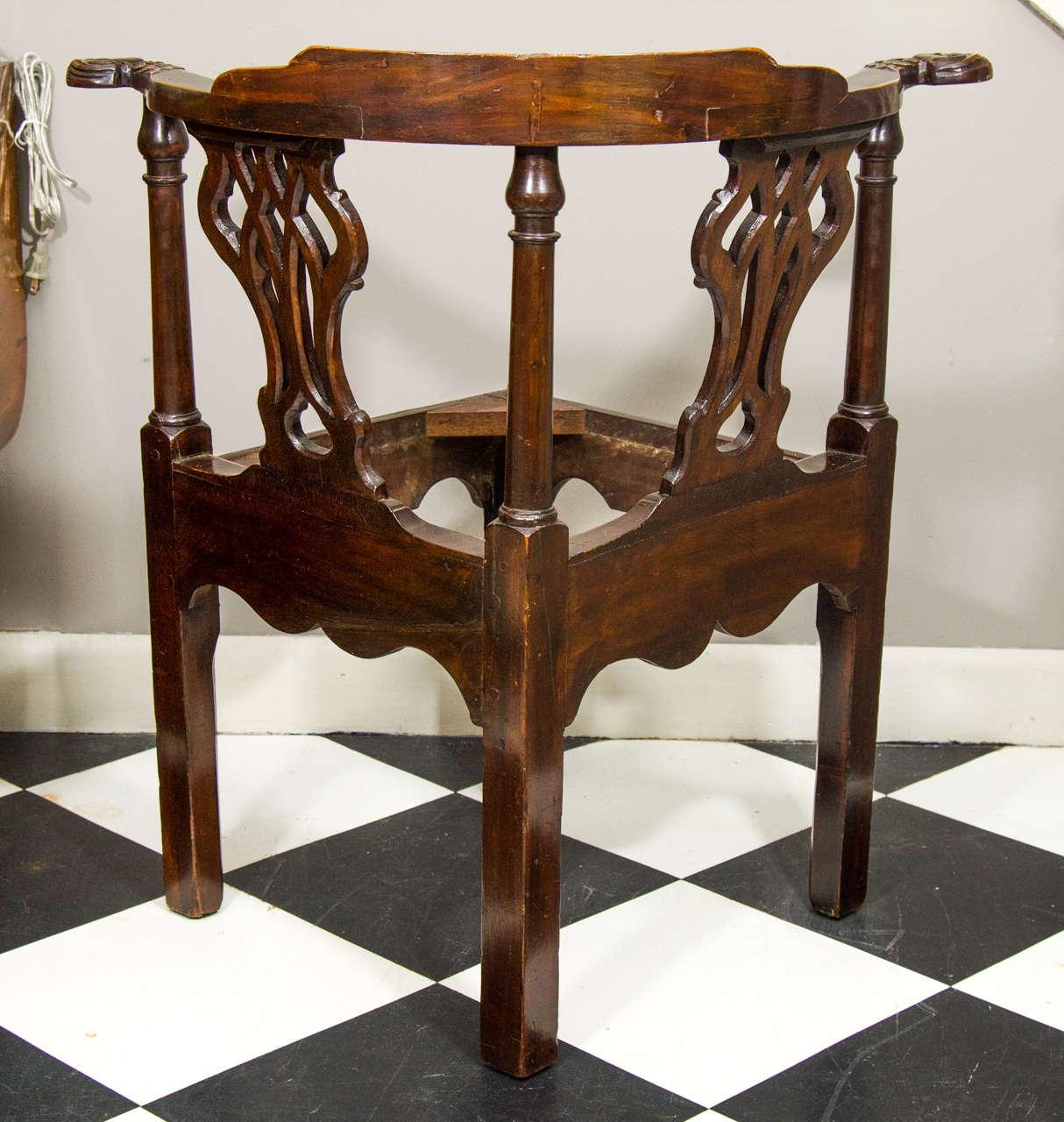 18th Century Irish Corner Chair For Sale 2