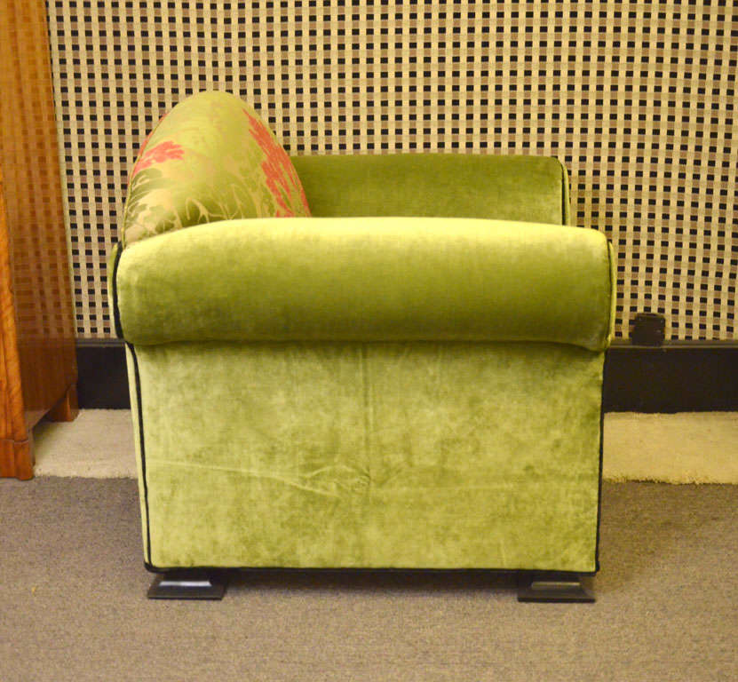 Two and very large and comfortable armchairs at 1stdibs for Large comfy armchairs