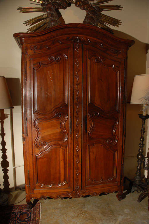 louis xiv armoire for sale at 1stdibs. Black Bedroom Furniture Sets. Home Design Ideas