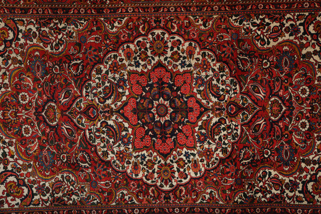 Vegetable Dyed Persian Bakhtiari Carpet in Handspun Wool and Vegetable Dyes, circa 1920 For Sale