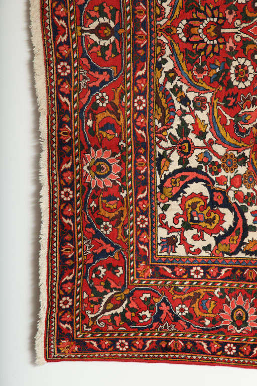 Persian Bakhtiari Carpet in Handspun Wool and Vegetable Dyes, circa 1920 In Excellent Condition For Sale In New York, NY