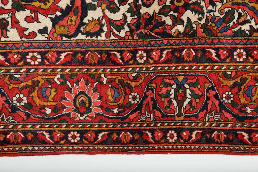 Persian Bakhtiari Carpet in Handspun Wool and Vegetable Dyes, circa 1920 For Sale 1