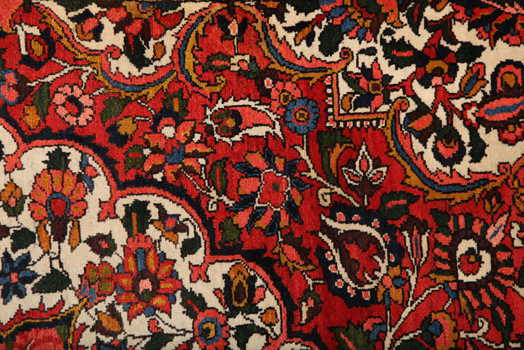 Persian Bakhtiari Carpet in Handspun Wool and Vegetable Dyes, circa 1920 For Sale 4