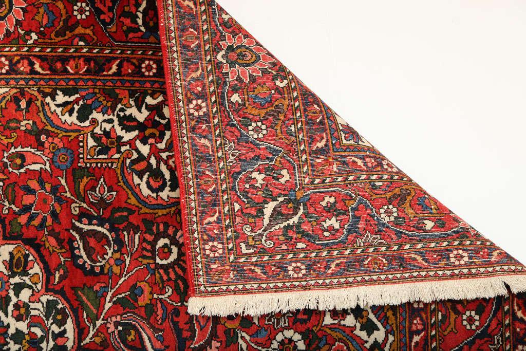 Persian Bakhtiari Carpet in Handspun Wool and Vegetable Dyes, circa 1920 For Sale 5