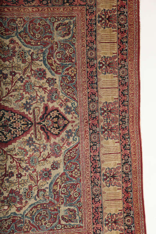 Persian Kermanshah Carpet circa 1880 in Handspun Wool and Vegetable Dyes In Excellent Condition For Sale In New York, NY