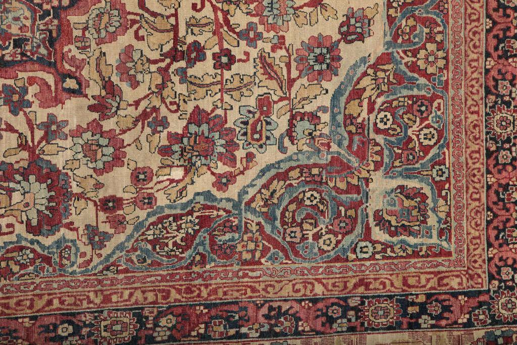 Persian Kermanshah Carpet circa 1880 in Handspun Wool and Vegetable Dyes For Sale 1