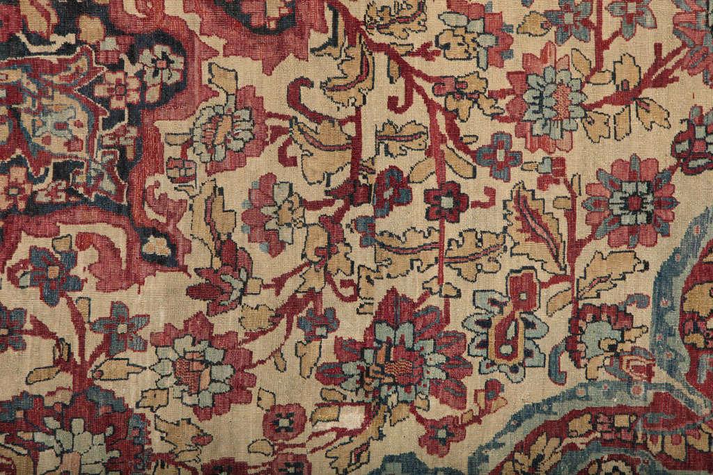 Persian Kermanshah Carpet circa 1880 in Handspun Wool and Vegetable Dyes For Sale 2