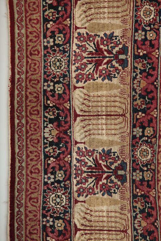 Persian Kermanshah Carpet circa 1880 in Handspun Wool and Vegetable Dyes For Sale 4