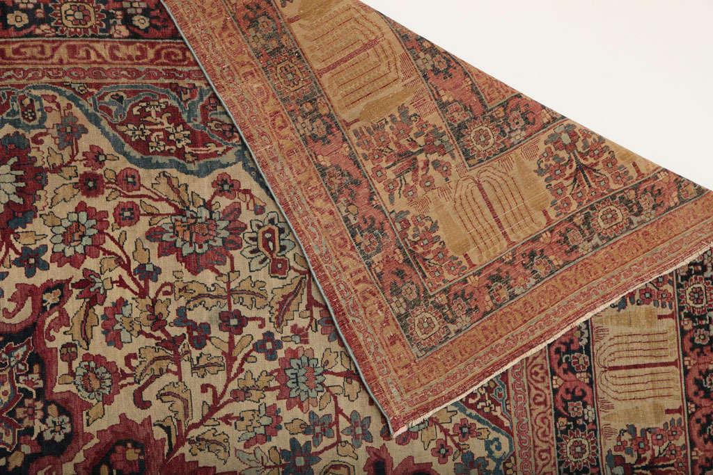 Persian Kermanshah Carpet circa 1880 in Handspun Wool and Vegetable Dyes For Sale 5