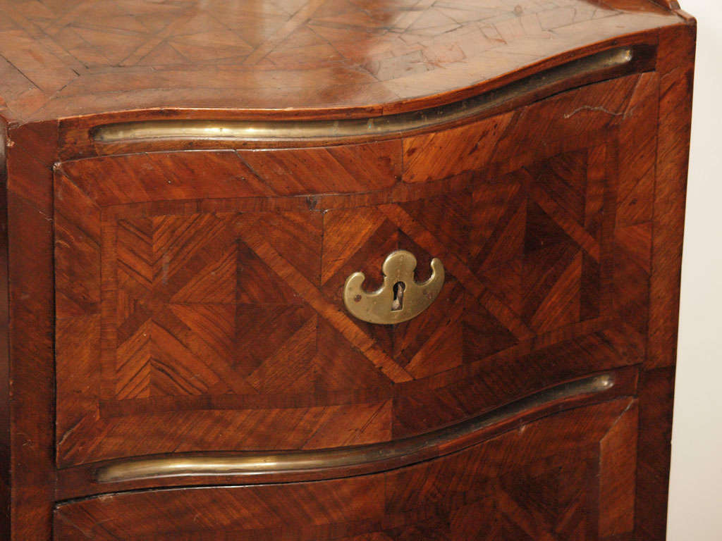 Sicilian 18th Century Walnut Commode In Excellent Condition For Sale In New Orleans, LA