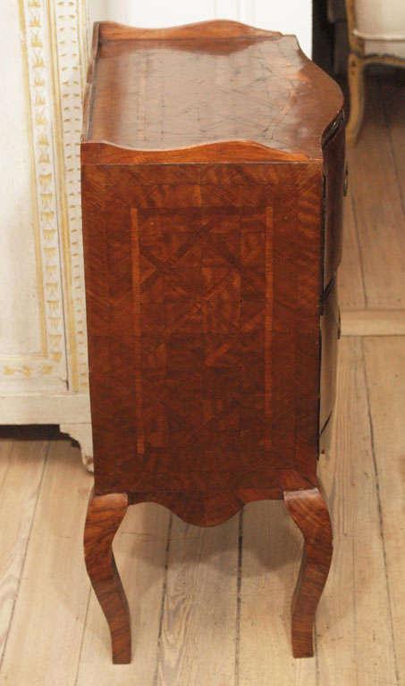Sicilian 18th Century Walnut Commode For Sale 3