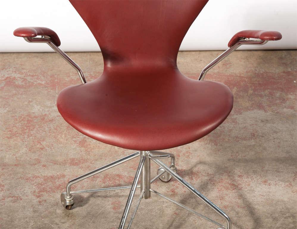 arne jacobsen vintage office chair model 3217 at 1stdibs. Black Bedroom Furniture Sets. Home Design Ideas