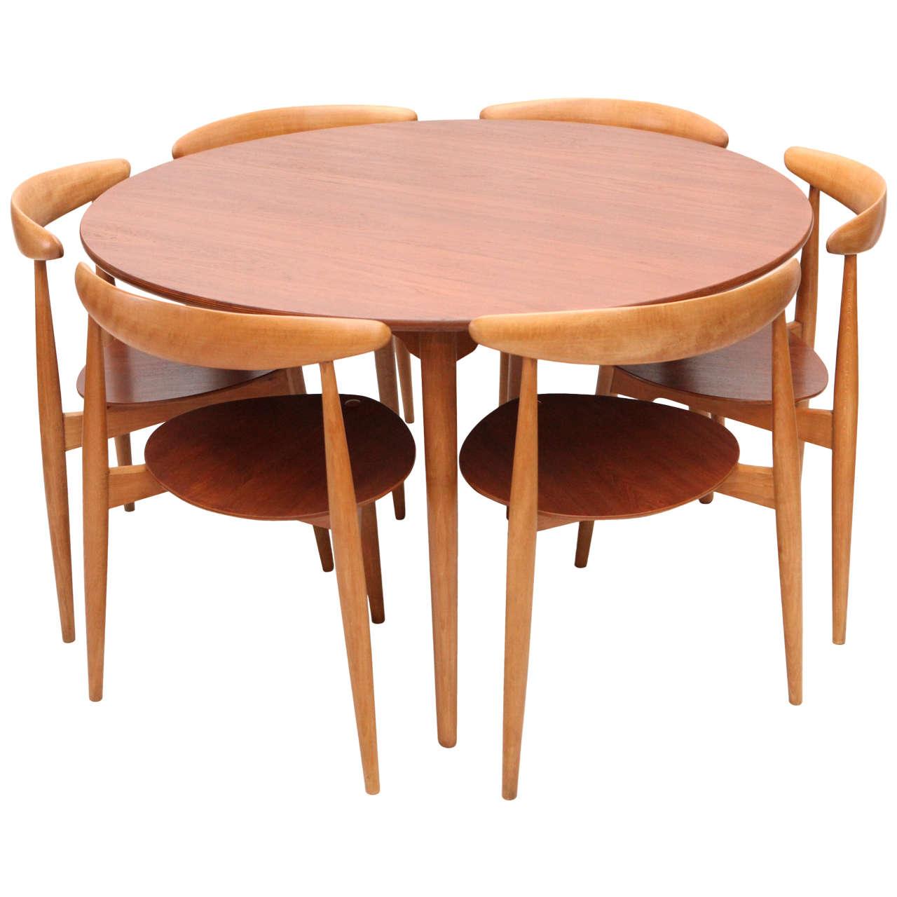 Three Leg Table Hans Wegner With Matching Chairs At 1stdibs