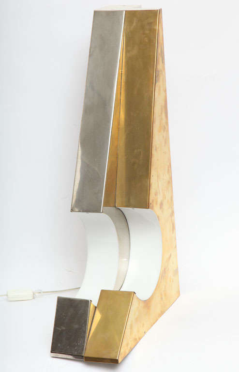 1960s Italian Futurist Table Lamp In Excellent Condition For Sale In New York, NY