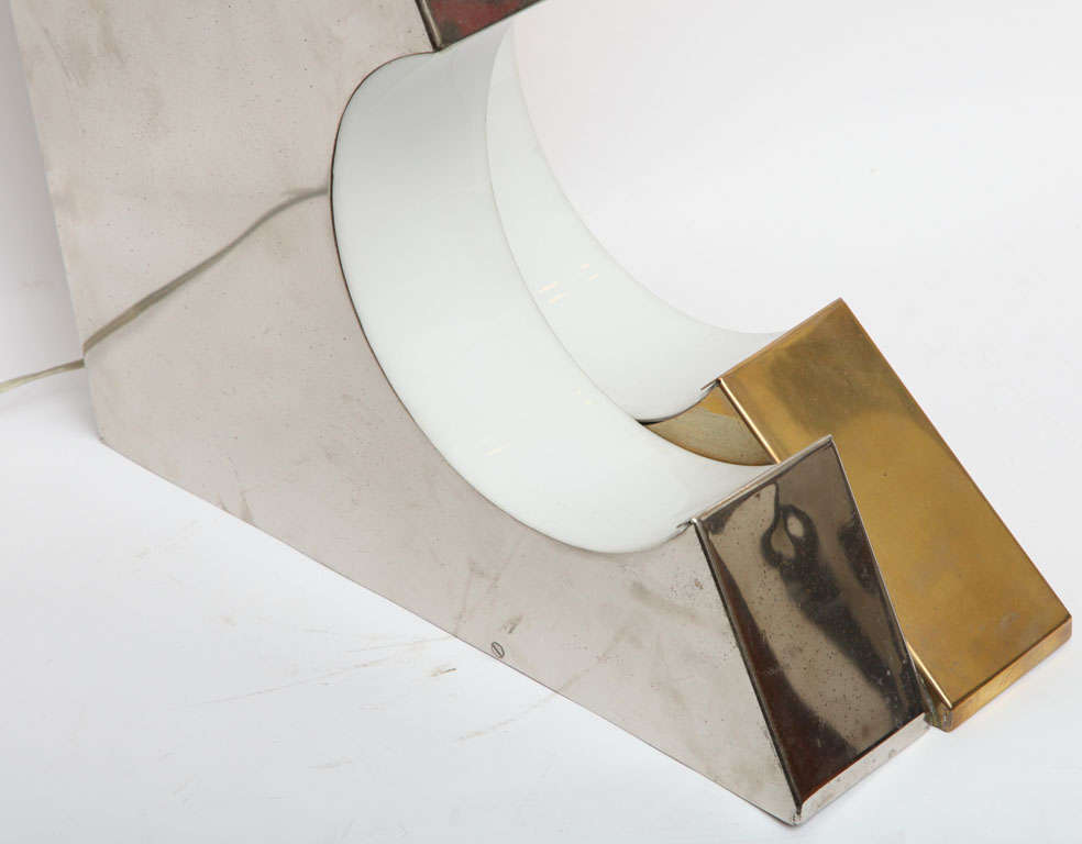 1960s Italian Futurist Table Lamp For Sale 4