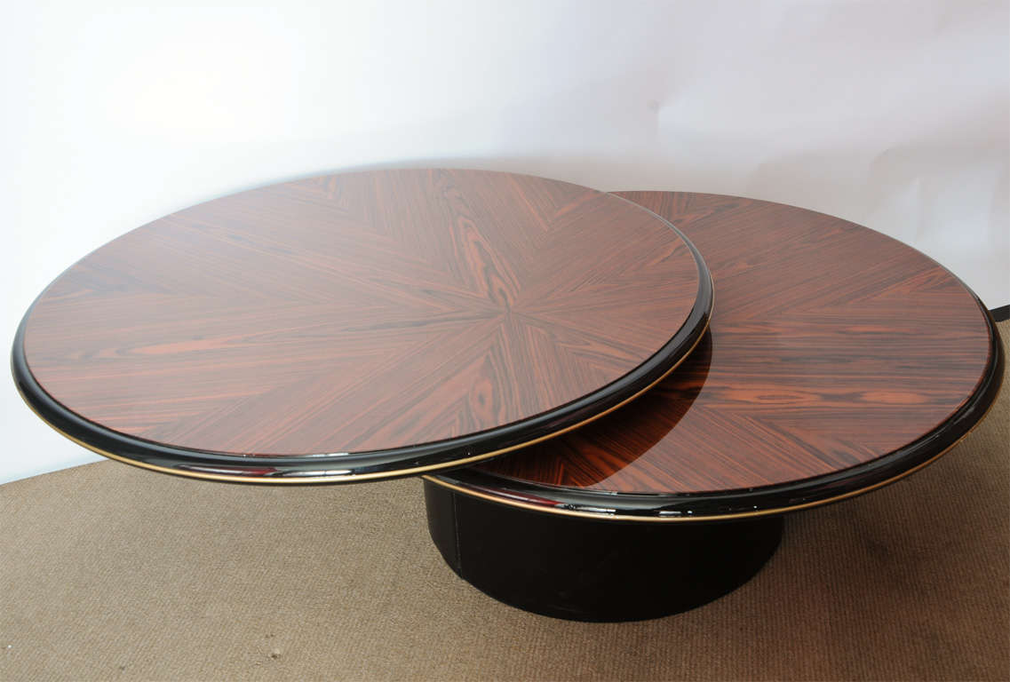unique round wood lane 39 s coffee table at 1stdibs. Black Bedroom Furniture Sets. Home Design Ideas