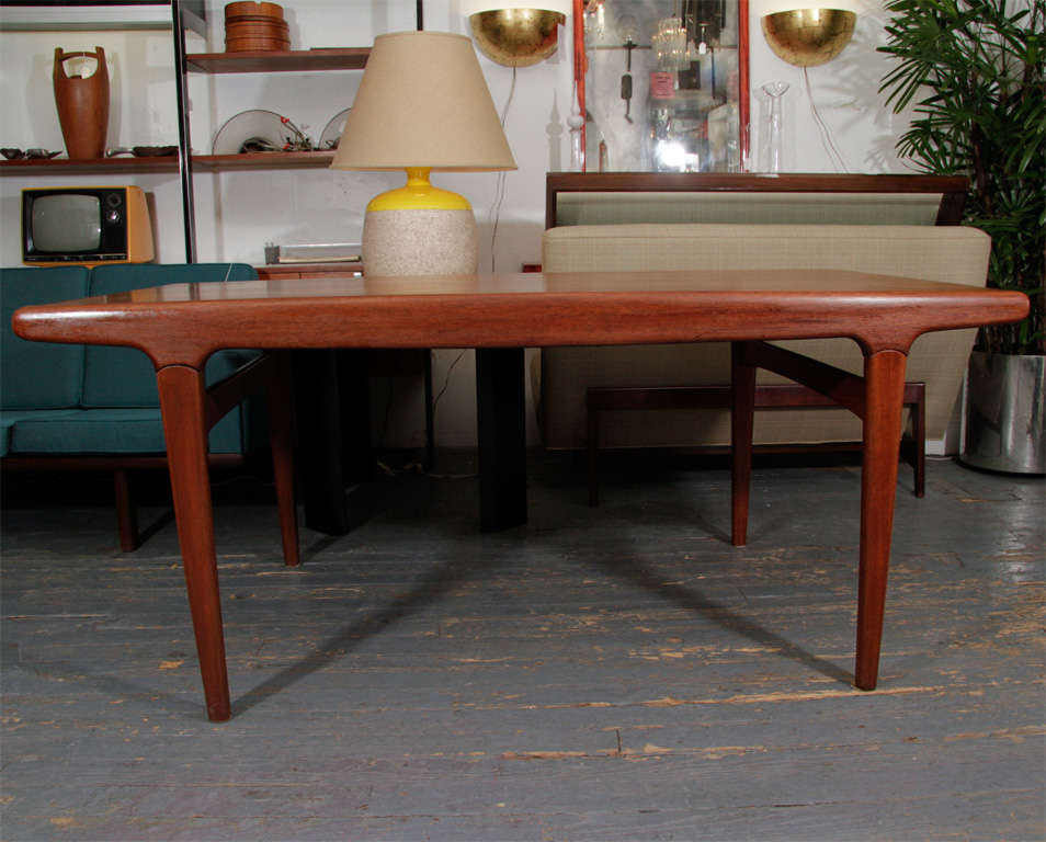 Danish Expandable Dining Table by Johannes Andersen In Good Condition For Sale In New York, NY