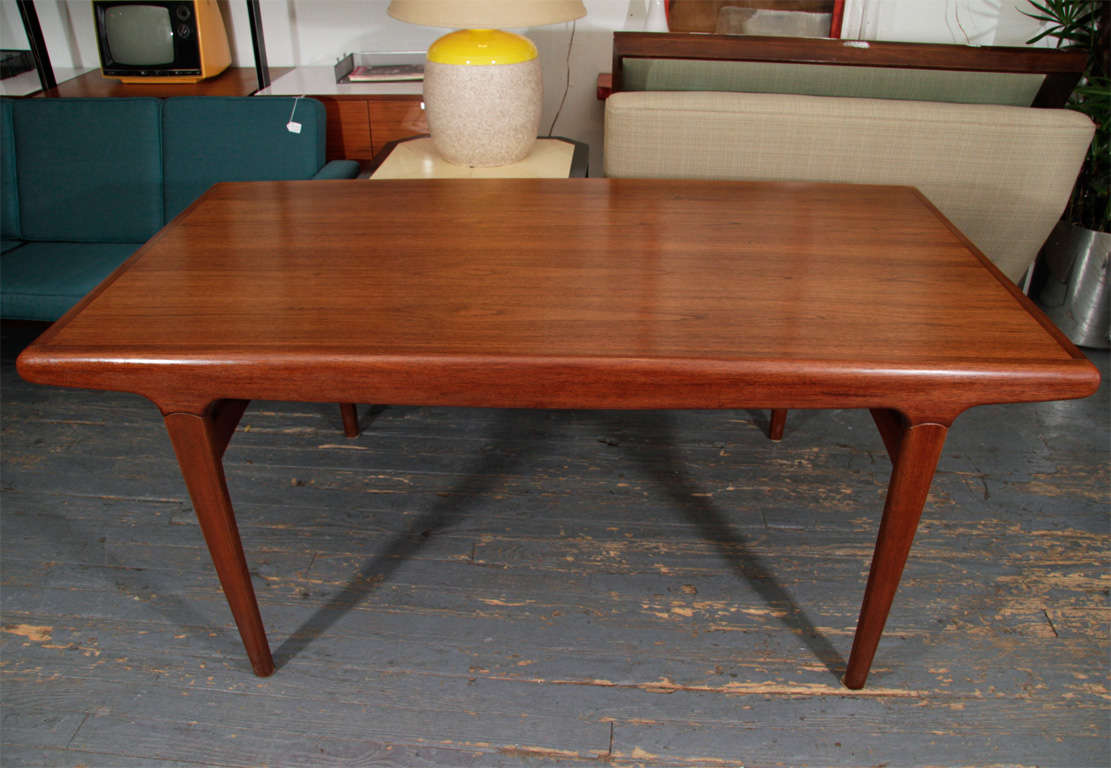 20th Century Danish Expandable Dining Table by Johannes Andersen For Sale