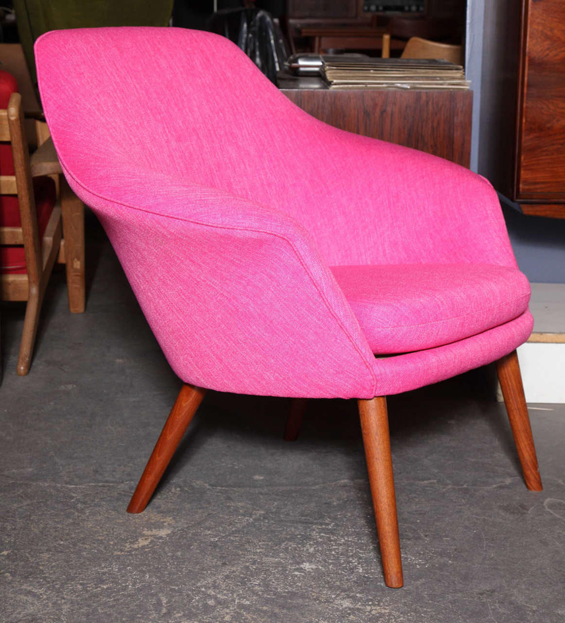Pink Shell or Womb Chair by Hans Olsen 4