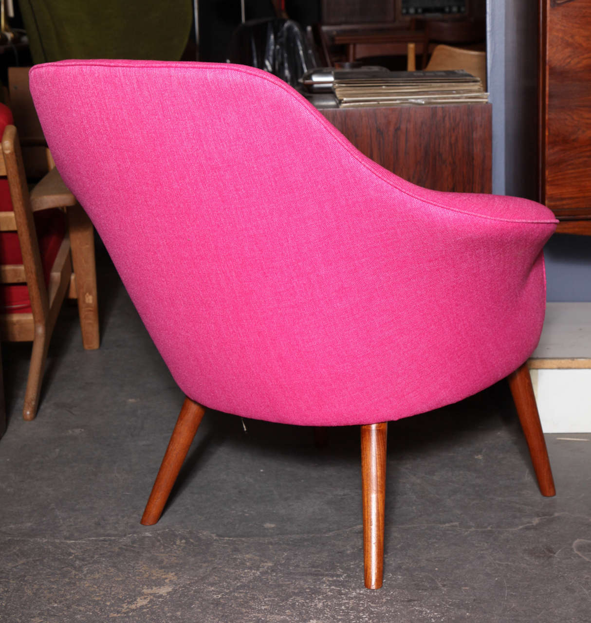 Pink Shell or Womb Chair by Hans Olsen 5