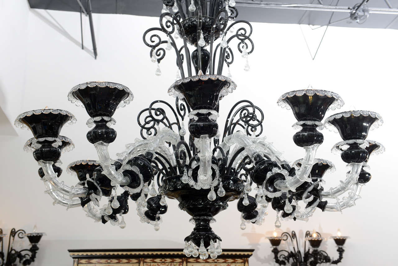 Monumental Venetian Black and Clear Glass 12-Arm Chandelier, Murano For Sale 4