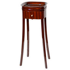 Art Deco Occasional Drinks Table in fine Book matched Mahogany