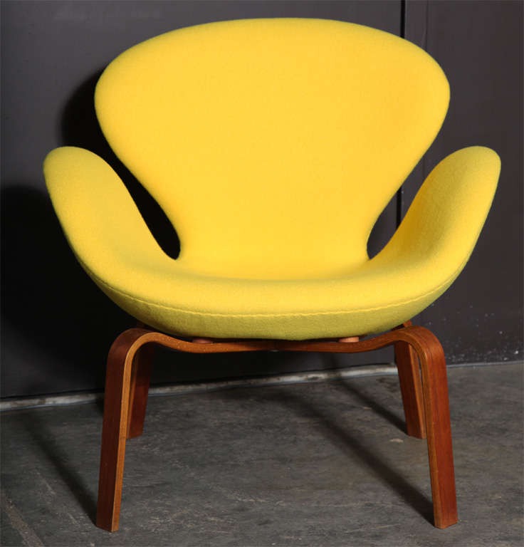 Swan Chair with Wooden Legs by Arne Jacobsen 2