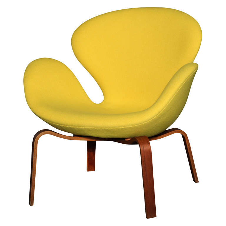 Swan Chair with Wooden Legs by Arne Jacobsen 1