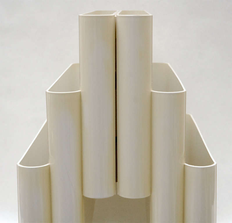 Late 20th Century Model 4675 Portariviste in Cream Acrylic by Giotto Stoppino for Kartell