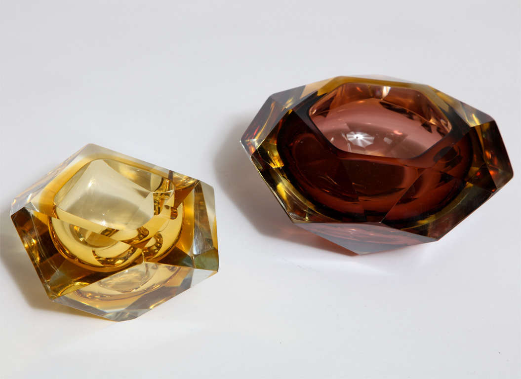 pair of murano faceted bowls at 1stdibs. Black Bedroom Furniture Sets. Home Design Ideas